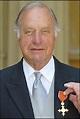 BBC NEWS   Entertainment   Royal honour for TV actor Palmer