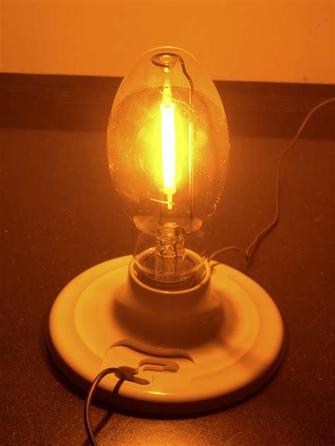 sodium vapor light 35w sodium vapor bulb running at about 8w and fully warme