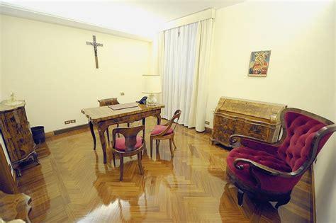 le bureau ales la maison sainte marthe un hôtel ecclésiastique la croix