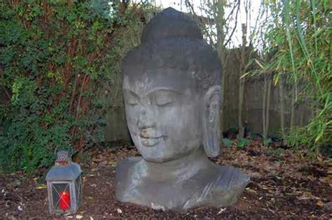 buddha kopf für garten buddha kopf figur im garten
