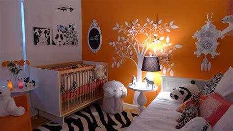 quarto de bebe laranja ousado  moderno