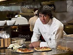Restaurant Owner Stock Photo & More Pictures of 20-29 Years - iStock