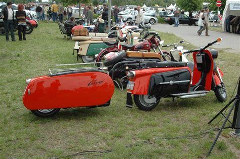 anhänger mit bild roter motorroller mit anh 228 nger foto bild autos bilder auf fotocommunity