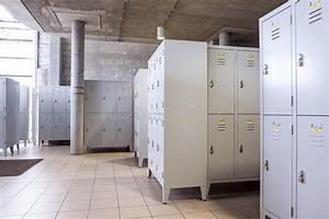Guardaroba Del Metallo Nello Spogliatoio Fotografia Stock