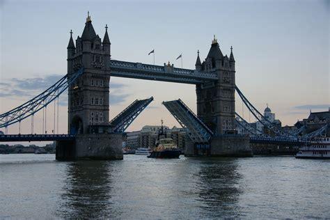 tower bridge bilder tower bridge offen foto bild landschaft natur bilder