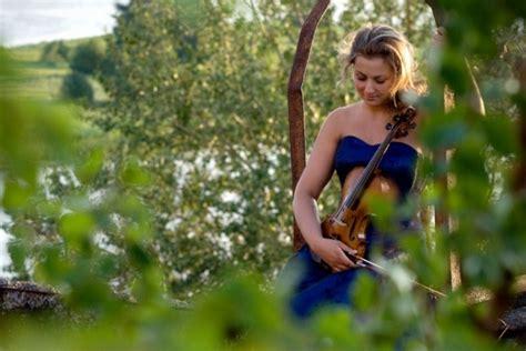 Melngalvju namā Elīna Bukša (vijole) - Kultūra, māksla ...