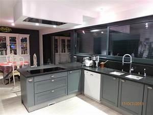 Cuisine grise anthracite cuisine cottage plafonnier avec for Kitchen cabinets lowes with papiers carte grise