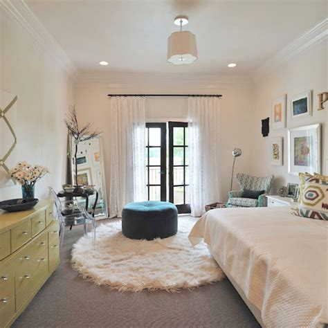 walls mouldings and ceilings all the same color my fave trend designed