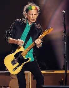 keith richards headband the rolling stones apologise for arriving late at adelaide