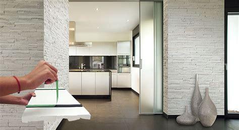 cuisine bois et metal 3 revêtements muraux à adopter métal ou pvc