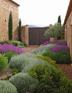 Progettare un giardino rustico pieno di colori e calore ...