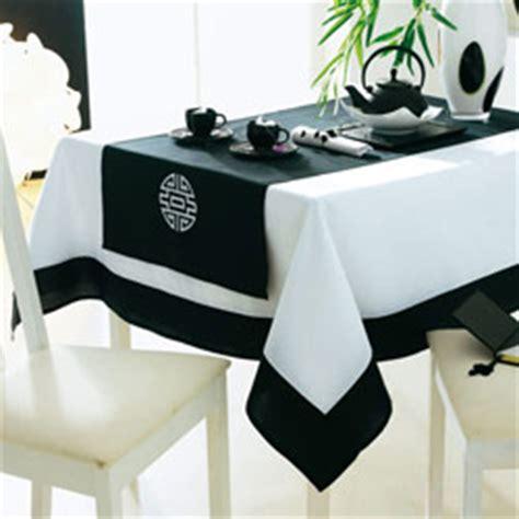 nappe chemin de table et serviettes ideogrammes