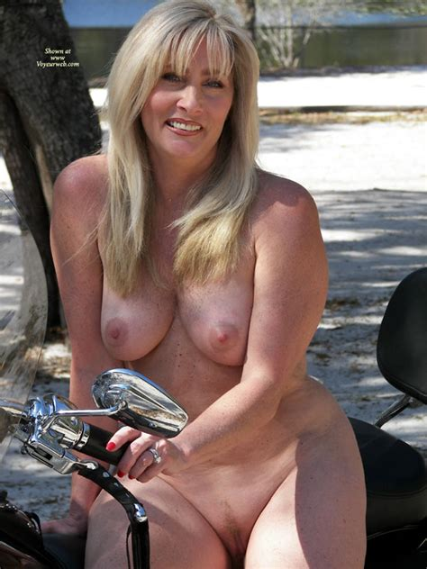 Nude Wife Harley Hottie April 2010 Voyeur Web