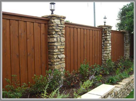 pagar kayu desain rumah etnik