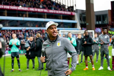 Agbonlahor compares Leeds boss Bielsa to Villa manager Smith