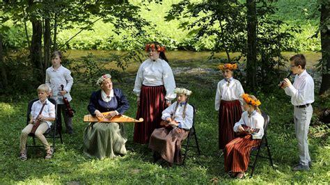 «Rotā saule, rotā bite». Folkloras kopas. Latvijas skolu ...