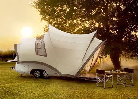 Быть всегда на связи инновационная палатка с зарядкой для мобилок .