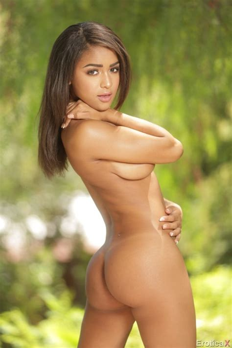 Cute Latina Hottie Pizzaman333