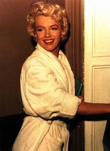 marilyn monroe in a robe marilyn monroe photo 38605286 With robe marylin