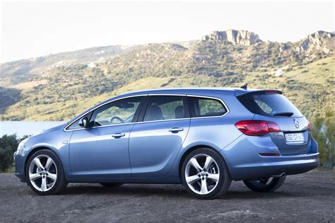 Opel Astra Sport Tourer by Auto Cars 2011 2012 New Opel Astra Sports Tourer Unveiled