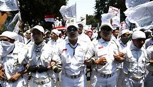 Indonesian Islamic hardliners protest Christian governor ...