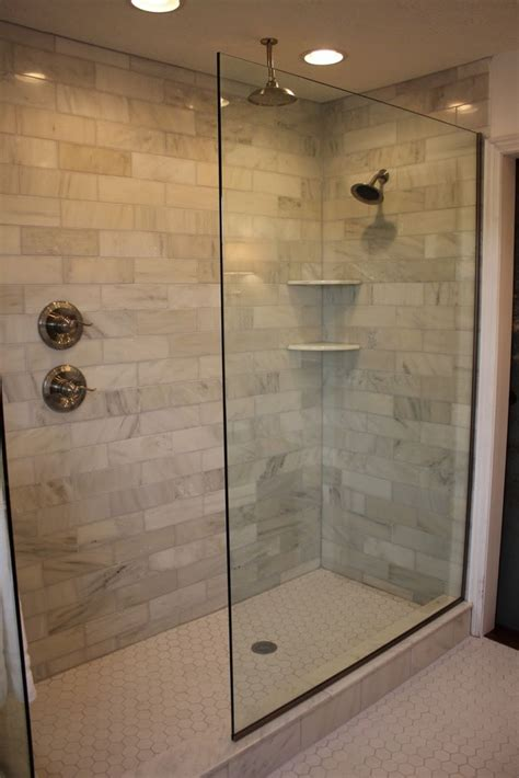Badezimmer Dusche Ideen by Best 25 Glass Tile Shower Ideas On Subway