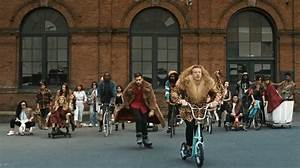 5 Funny Parodies of Macklemore and Lewis's Thrift Shop