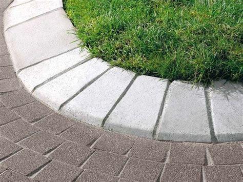 cordoli in pietra per giardini realizzare i cordoli per aiuole materiali per giardini