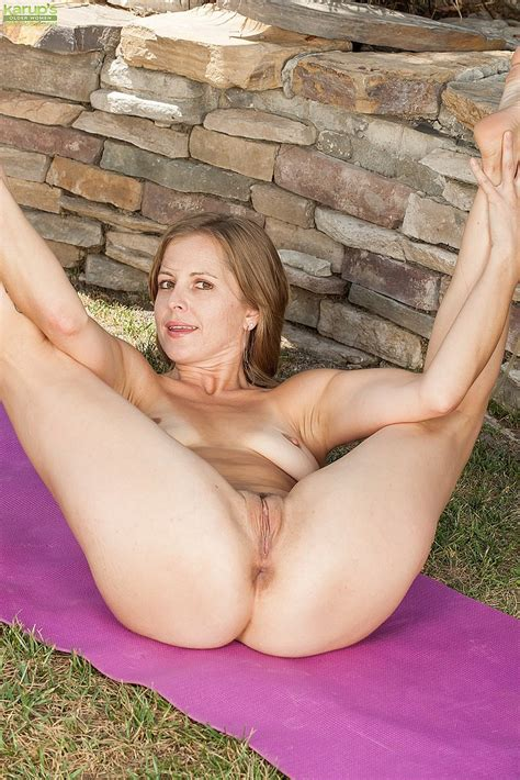 Sexy Milf Melissa Roses Naughty Kind Of Workout Milf Fox
