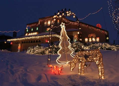 31 exterior christmas decorating ideas inspirationseek com
