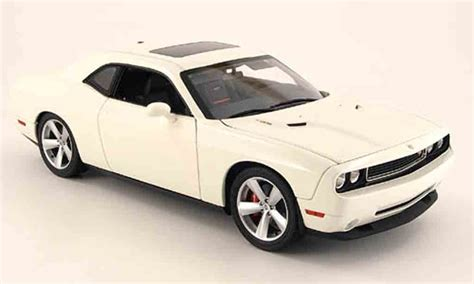 Dodge Challenger 2008 srt8 white Highway 61 diecast model