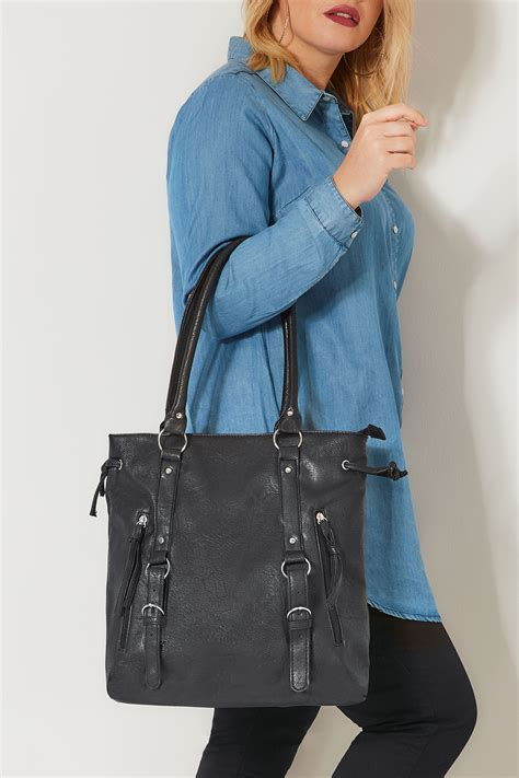 black shoulder bag  zip detail