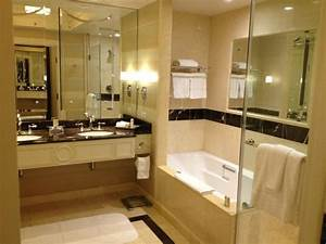 Best hotel bathroom ever picture of the palazzo resort for Best bathroom suites reviews