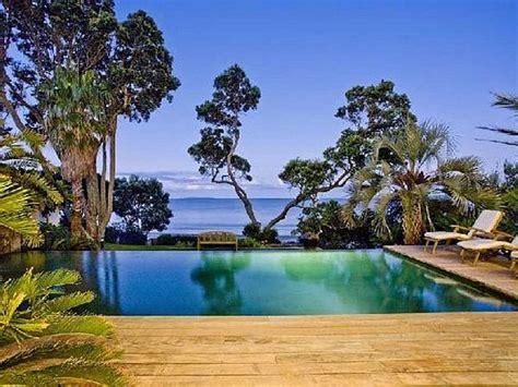 Backyard Oasis Designs by Creating A Backyard Oasis 26 Sleek Pool Designs
