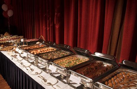 In addition to the budget, the size of your wedding guest list will dictate how to choose your wedding menu. meal | White Or Ivory