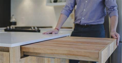 comment agencer une cuisine plan de travail escamotable pour optimiser l 39 intérieur de