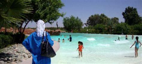 le parc aquatique oasiria de marrakech interdit le burkini