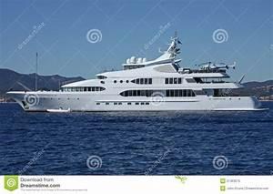 Hélicoptère De Luxe : yacht de luxe de moteur image stock image du h licopt re 21363675 ~ Medecine-chirurgie-esthetiques.com Avis de Voitures