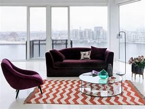 amenager son salon un canape colore pour un decor style With tapis yoga avec ampm canapé velours