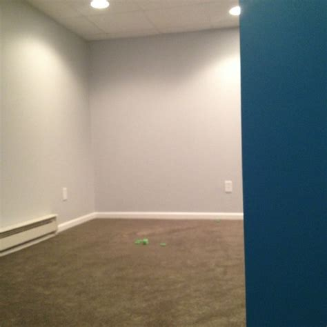 what color goes with gray walls color dilemma greenish gray carpet