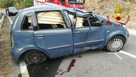 Si E Auto 4 Ans Auto Si Ribalta Gravi Due 20enni Fonni Sardegna Ansa It