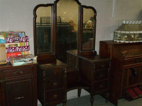 Antique Vintage Large Vanity Dresser With Tri Fold Old
