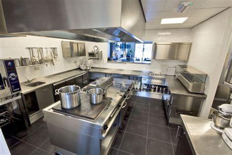 nice compact  efficient kitchen layout restaurant