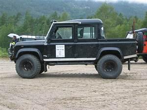 Land Defender : file land rover defender 110 crew wikimedia commons ~ Gottalentnigeria.com Avis de Voitures