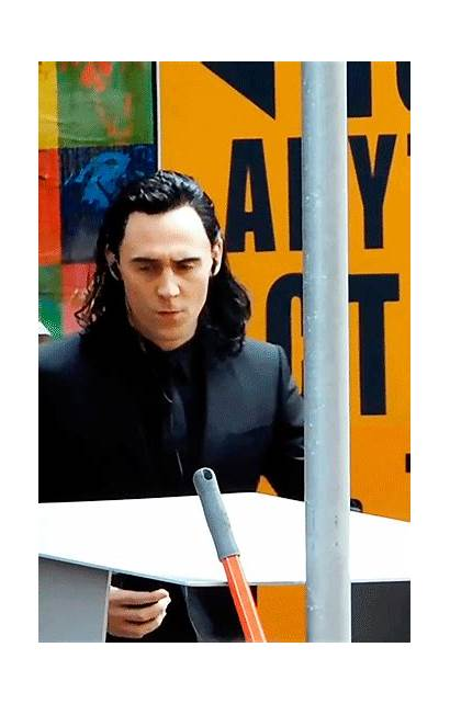 Loki Behind Thor Ragnarok Scene Tom Hiddleston