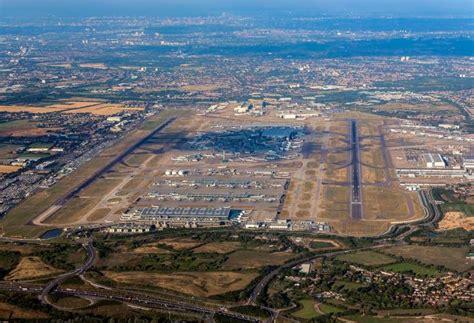 London Heathrow Airport (lhregll