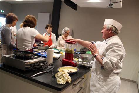 fen黎re cuisine atelier cuisine et electromenager 28 images achetez meubles de cuisine occasion annonce vente 224 baies vitr 233 e verri 232 re fen 234 tre