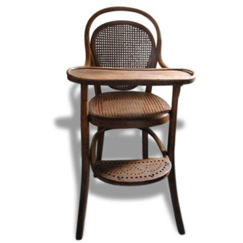 siege pour chaise haute en bois 17 meilleures idées à propos de chaise haute bébé bois sur