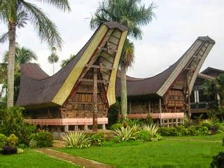 "Alat musik tradisional khas sulawesi selatan ini merupakan salah satu alat musik yang menyerupai terompet. Sky Fly: Sulawesi Selatan - ""Tarian Adat, Rumah Adat, Pakaian Adat, Senjata Tradisional, Makanan ..."