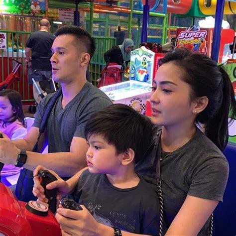 terjun  dunia politik   potret bahagia keluarga